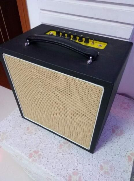 bass amplifier with battery 20w new. Black Bedroom Furniture Sets. Home Design Ideas